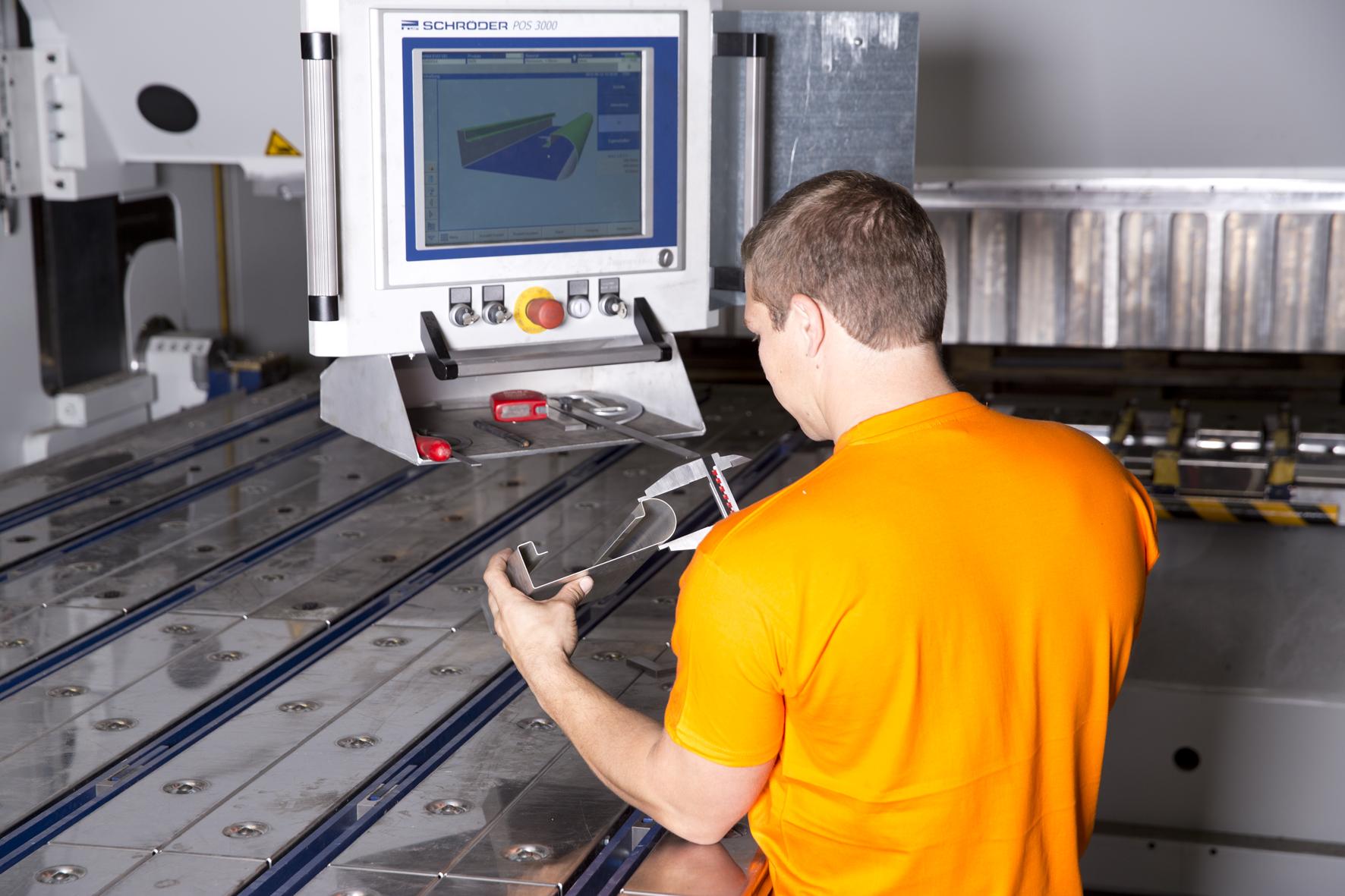 VMZ-Metallverarbeitung-Abkanten
